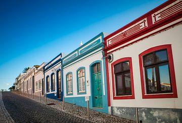 Straat in Lagos, Portugal van Marcel Bakker