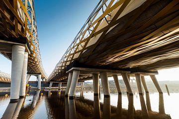 Die königliche Welchbrücke überquert den Fluss Dieze in s'-Hertogenbosch, Niederlande von Marcel Bakker