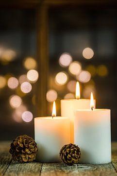 Drie Advent en Kerst kaars vlammen versiering van Alex Winter
