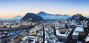 Salzburgse skyline bij zonsondergang