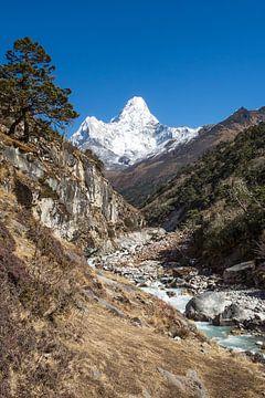 Ama Dablam, Himalaya, Nepal van Thea.Photo