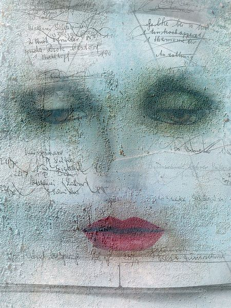 The woman with red lips van Gabi Hampe