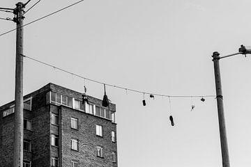 hangende schoenen von Niels van Fessem