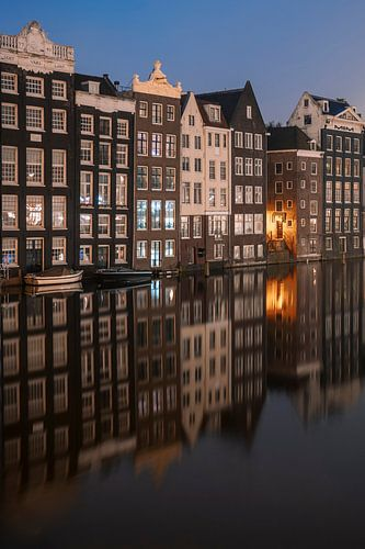 Amsterdam - Damrak - Reflectie van grachtenpanden