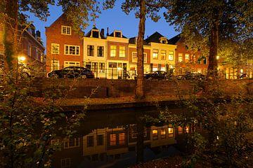 Nieuwegracht in Utrecht tussen Quintijnsbrug en Magdalenabrug in de herfst van Donker Utrecht