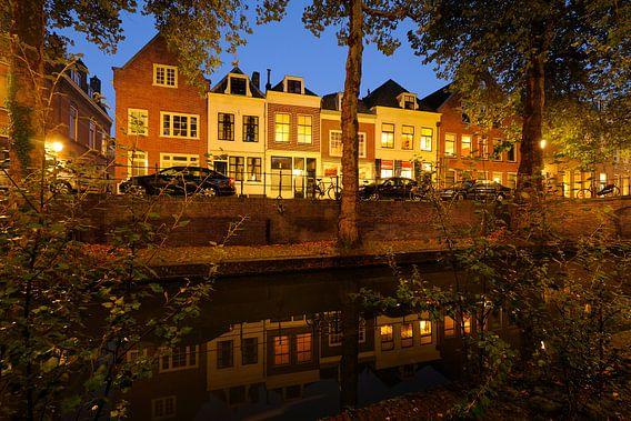 Nieuwegracht in Utrecht tussen Quintijnsbrug en Magdalenabrug in de herfst