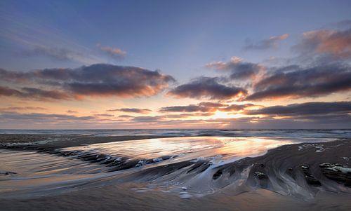 Strand Texel bij zonsondergang von John Leeninga