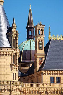Paleis Schwerin, of Schwerin kasteel, details van het paleis in romantische historische architectuur van Maren Winter