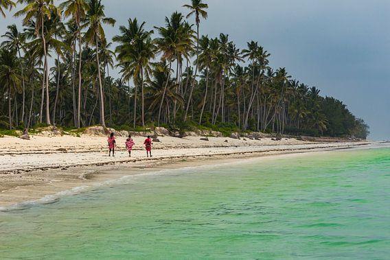 Masai krijgers op het strand in Zanzibar