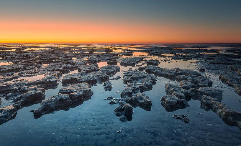 Zonsondergang Waddenzee tijdens eb van Martijn van Dellen