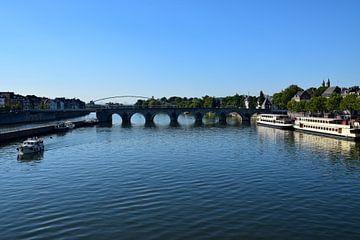 Blick über den Fluss in Maastricht von Kristof Leffelaer
