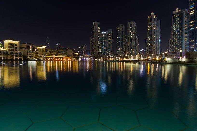 Dubai Skyline and Fountain van Leanne lovink