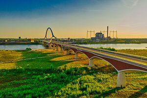 de oversteek ' Stadsbrug' Nijmegen van