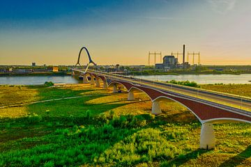 de oversteek ' Stadsbrug' Nijmegen