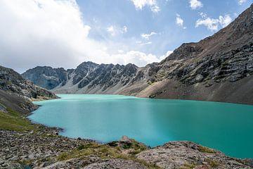 Ala Kul meer in Kirgizië van Mickéle Godderis