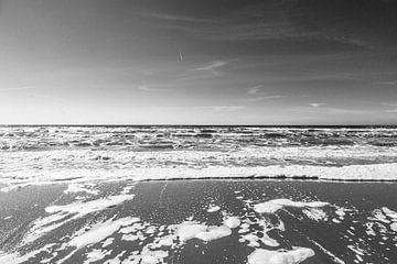 Wildes Zandvoort-Meer in Schwarz-Weiß von Evelien Lodewijks