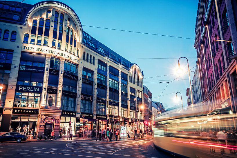 Berlin at Night – Hackescher Markt van Alexander Voss