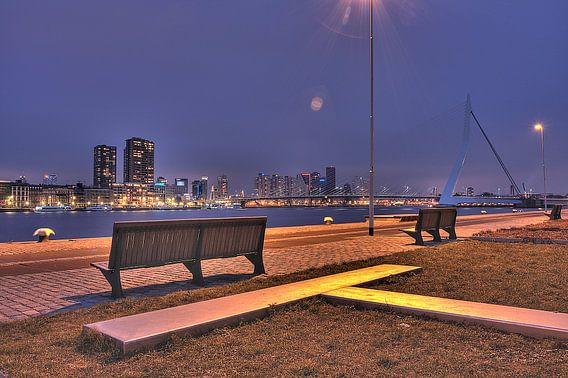 Avondzicht op Rotterdam centrum vanaf de kop van Zuid van Guido Akster