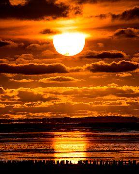 Zonsondergang bij Paesens Moddergat van Harrie Muis