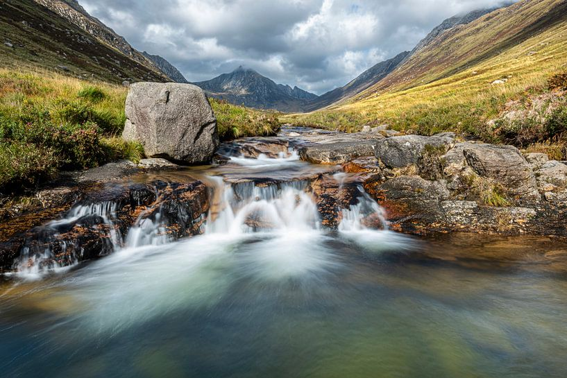 Märchenhafte Wasserfälle in Glen Rosa, Schottland von Rob IJsselstein