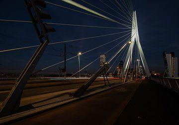 Erasmusbrug Rotterdam bij nacht
