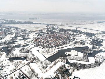 Luchtfoto Naarden Vesting in de sneeuw van aerovista luchtfotografie