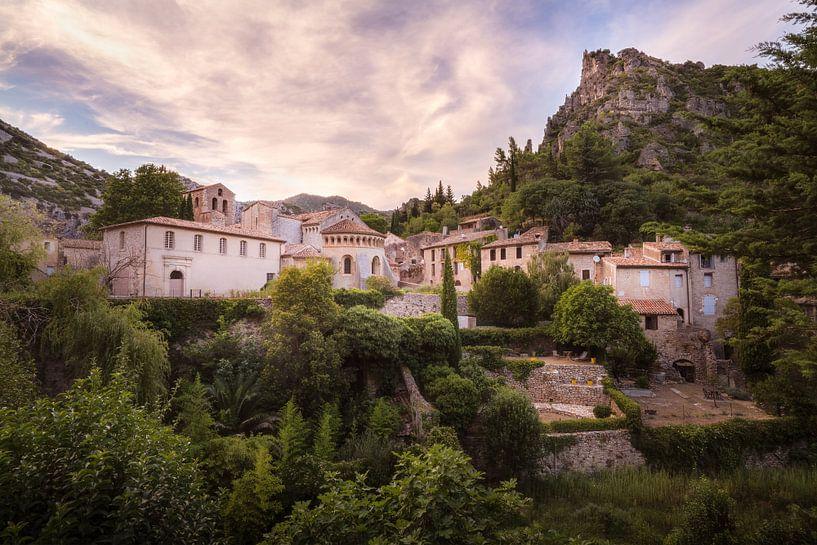 Dorp in de Bergen. van Roman Robroek
