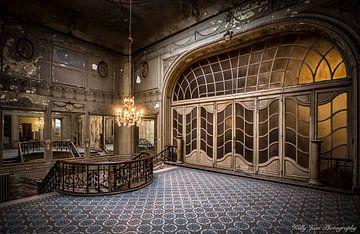 Theater verlaten van Kelly van den Brande