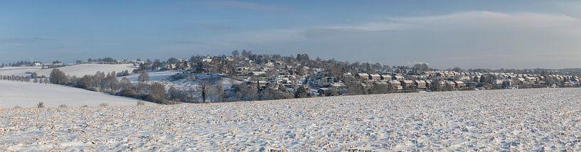 Winterpanorama van de wijk Hulsveld in Simpelveld van John Kreukniet