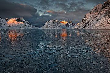 IJsfjord bij de Lofoten van Dirk-Jan Steehouwer