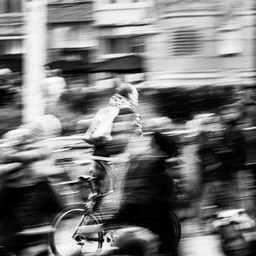 Un cycliste en mouvement sur Frédéric Goetinck-Moret