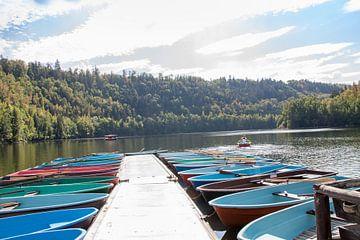 Colored boats sur Marrit Molenaar