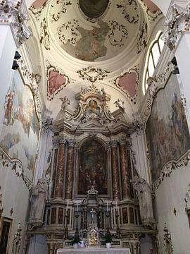 Een prachtig klein kerkje in een Italiaans stadje van Tessel Robbertsen