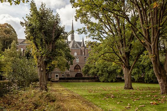 Kloostertuin Huize Loreto in Simpelveld van John Kreukniet