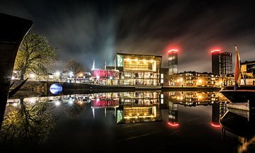 Nachtopname stadsgracht Leeuwarden sur Harrie Muis