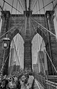 Brooklyn Bridge, New York van Tim Groeneveld