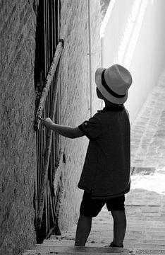 Holding that door. van Maren Oude Essink