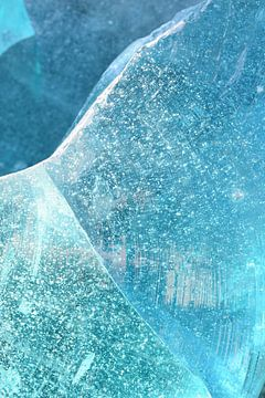 Abstrakte Glaskunst in Blau von Christa Stroo fotografie