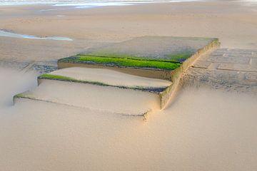 Golfbreker in het zand van Johan Vanbockryck