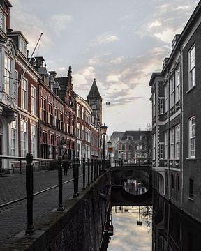 Reflectie in de grachten van Utrecht van Kim de Been