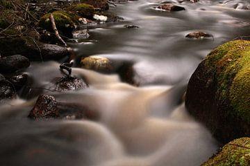 stromend water van Jana Behr