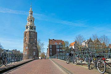 Stadtbild von Amsterdam in den Niederlanden mit dem Montelbaan-Turm von Nisangha Masselink
