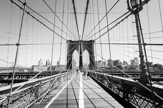 Brooklyn Bridge in zwart-wit van Laura Vink
