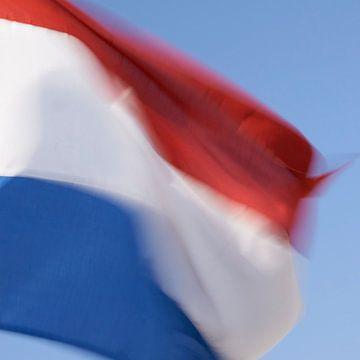 Le drapeau néerlandais battant au vent sur Geert van Kuyck