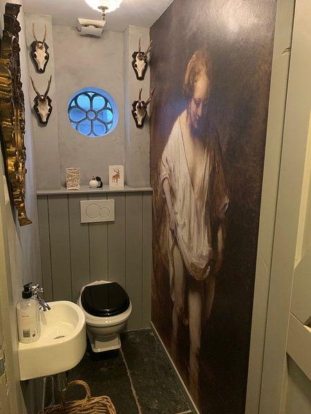 Klantfoto: Badende vrouw, Rembrandt van Rijn van 1000 Schilderijen, op behang