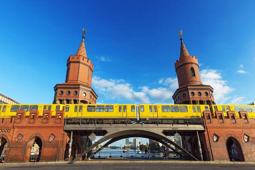 Oberbaumbrücke Berlin avec le métro sur Frank Herrmann