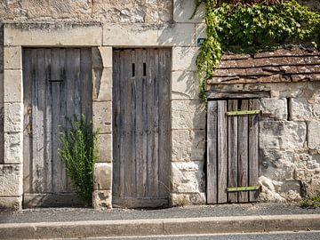 Maison ancienne à trois portes sur Art By Dominic
