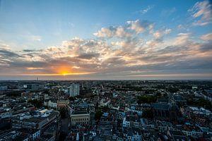 Zonsondergang stad Utrecht vanaf Domtoren von Peter Haastrecht, van