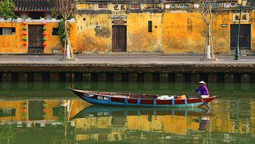 Bateau sur une rivière sur nahua photo