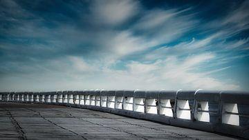 Die alte Mole von Ostende unter einem bewegten Himmel von Rik Verslype